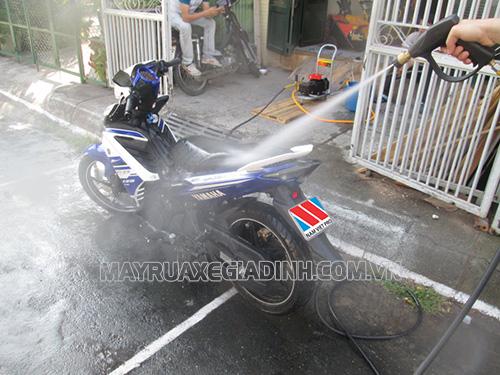 Có nên rửa xe máy thường xuyên không là băn khoăn của nhiều người dùng hiện nay