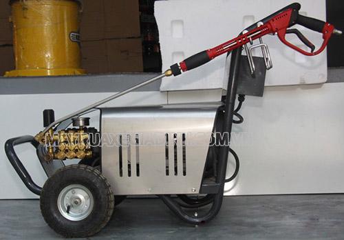 Máy rửa xe cao áp Đài Loan chính hãng, chất lượng tốt có lớp sơn sáng bóng, thiết kế kiểu dáng chắc chắn, đủ phụ kiện