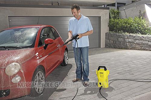 Máy rửa xe mini giá rẻ phù hợp với nhu cầu sử dụng trong gia đình