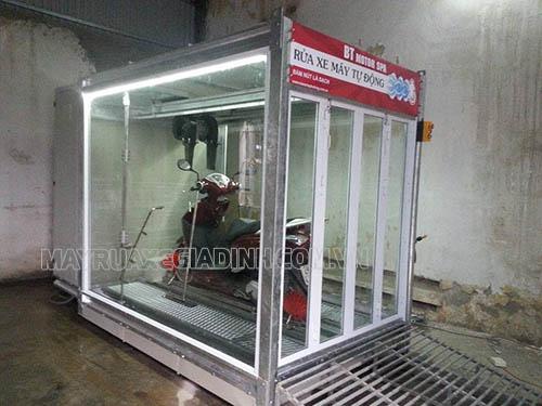 Rửa xe siêu sạch bằng hệ thống rửa xe máy tự động