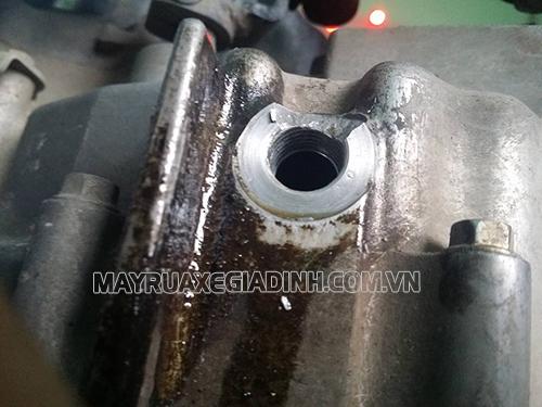 Hàn lốc máy để khắc phục hiện tượng xe bị chảy dầu