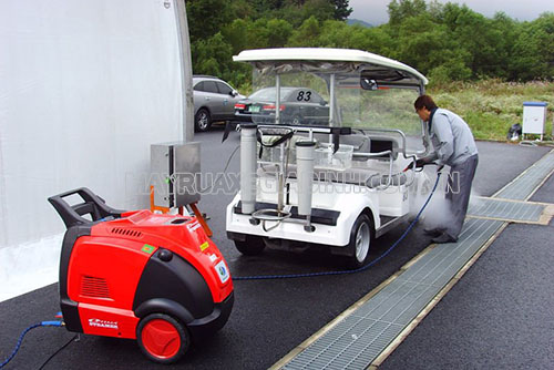 Rửa xe công nghệ mới với máy rửa xe hơi nước nóng