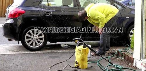 Máy rửa xe Karcher k2 basic cho khả năng làm sạch xe vượt trội