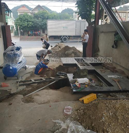 Quá trình thi công tại tiệm của anh Tuấn