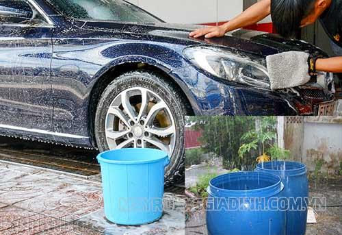 Rất nhiều người hiện nay rửa xe bằng nước mưa mà không biết mối nguy hại của nó