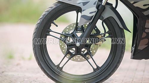 Xe máy bị lắc đầu thường do lốp non hơi