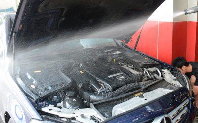 Có nên xịt rửa động cơ xe ô tô?