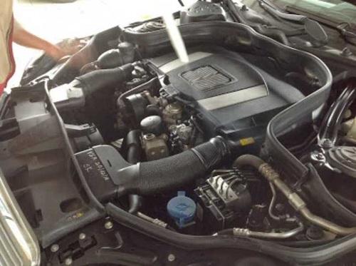 Vệ sinh khoang máy ô tô bằng CO2
