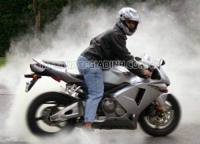 Trường hợp xe máy bị ra khói trắng