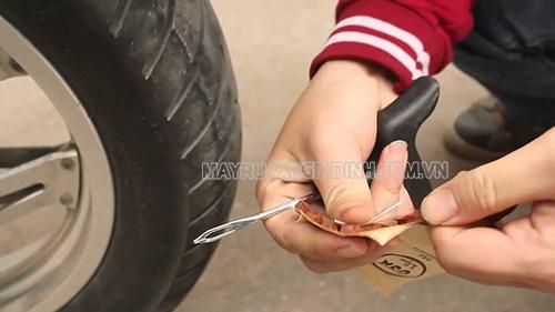Cách vá lốp xe an toàn