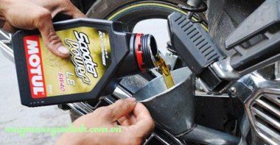 Hưỡng dẫn thay dầu nhớt cho xe máy đúng cách