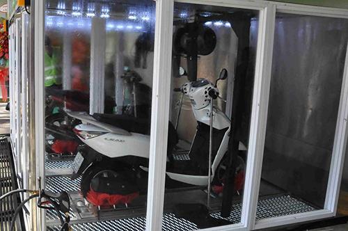 Rửa xe máy tự động sạch không