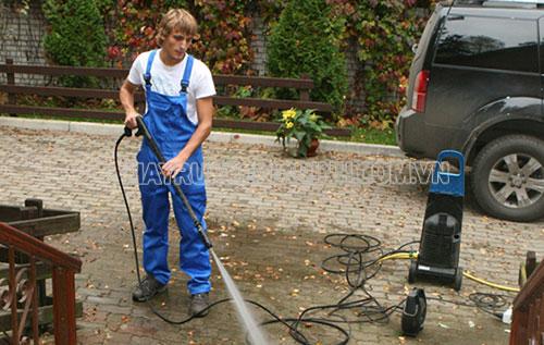 Vệ sinh cho máy rửa xe là việc cần thiết để đảm bảo độ bền của máy