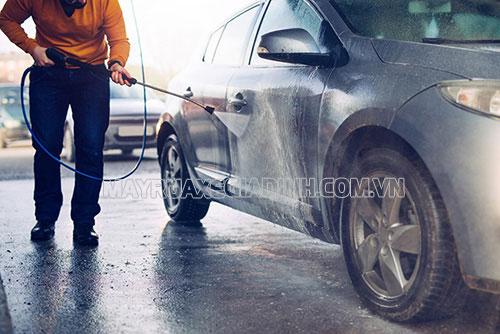 Máy rửa xe mini giúp đánh bay mọi vết bụi bẩn