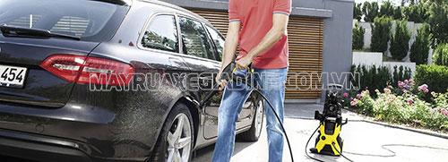 Máy rửa xe mini là thiết bị cần thiết trong mỗi gia đình