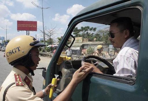 Không thắt dây đai an toàn vi phạm luật an toàn giao thông