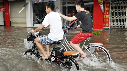 Xe bị đi vào vùng ngập nước gây chập điện