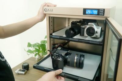 Tủ chống ẩm thường được dùng để bảo vệ máy ảnh