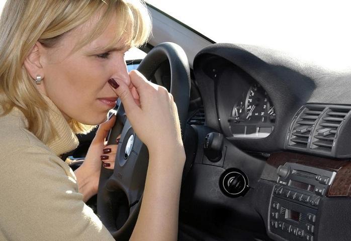 Mùi cao su cháy gây khó chịu cho người lái và hành khách