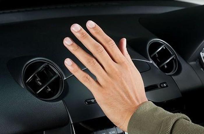 Không cảm nhận được không khí mát trong xe