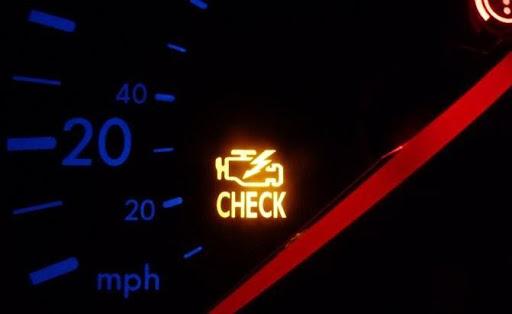 Đèn check engine bật sáng