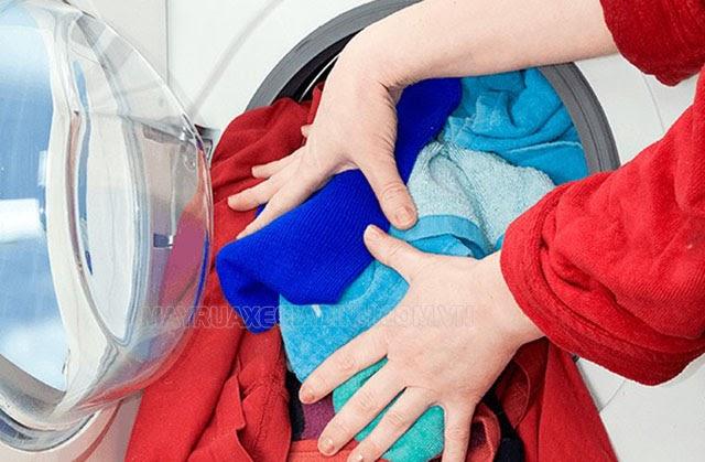 máy giặt kêu lạch lạch khi vắt