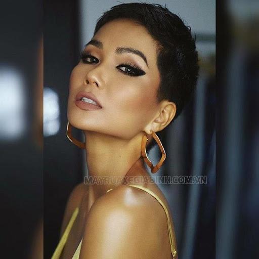 Hoa hậu H'Hen Niê thường chiếm spotlight mỗi khi xuất hiện