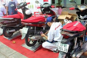 Bạn nên đi bảo dưỡng xe máy ở hãngBạn nên đi bảo dưỡng xe máy ở hãng