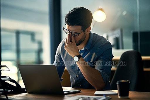 Làm thêm giờ liên tục khiến bạn căng thẳng, mệt mỏi