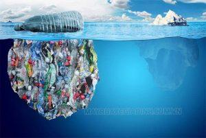 Rác thải nhựa bị đổ trực tiếp ra biển