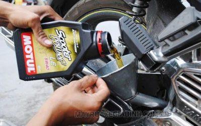 Thay dầu xe máy giúp tăng tuổi thọ động cơ