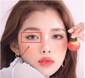 Nháy mắt phải ở nữ là như thế nào?