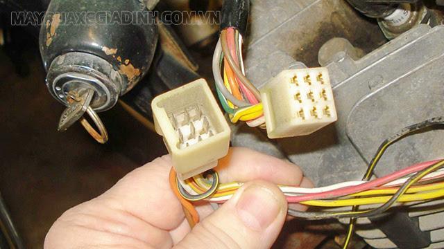 Cách nối tắt xe sử dụng loại ổ khóa có 2 mặt vít